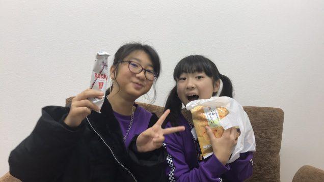 今年の抱負!友達のこはるちゃんとお菓子タイム?