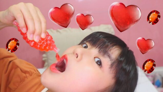 TikTokゼリーを食べる少女【初めて】